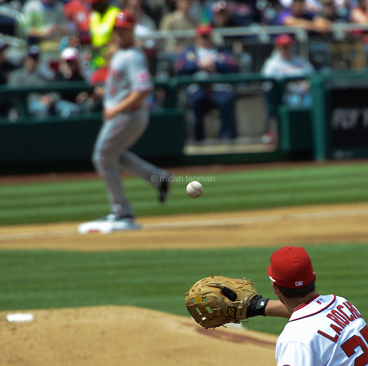 Adam LaRoche waiting for the ball in a game between the Washington Nationals and the Cincinnati Reds