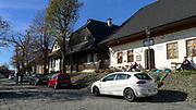 Lanckorona (woj. małopolskie) 2013-10-26. Drewniana zabudowa w Rynku wraz ze średniowiecznym założeniem urbanistycznym. PAP/Jerzy Ochoński