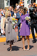 Koninginnedag 2011 in de Limburgse plaats Weert // Queen's Day 2011 in the southern of Holland ( Limburg). The Royal family is visiting the city of Weert.<br /> <br /> Op de foto / On the photo:  Prinses Maxima en Prinses Marilène