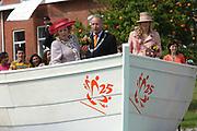 On Queensday, april 30th the Queen attends the celebrations of Queensday in Scheveningen near the Hague.<br /> This is her 25th jubilee.<br /> <br /> Op Koninginnedag, 30 april, is de Koningin  's Middags aanwezig metn en haar familie het koninginnedagfeest mee te vierten in Scheveningen.<br /> <br /> On The photo / On the Photo;<br /> <br /> Queen Beatrix and Maxima / Koningin Beatrix en Maxima