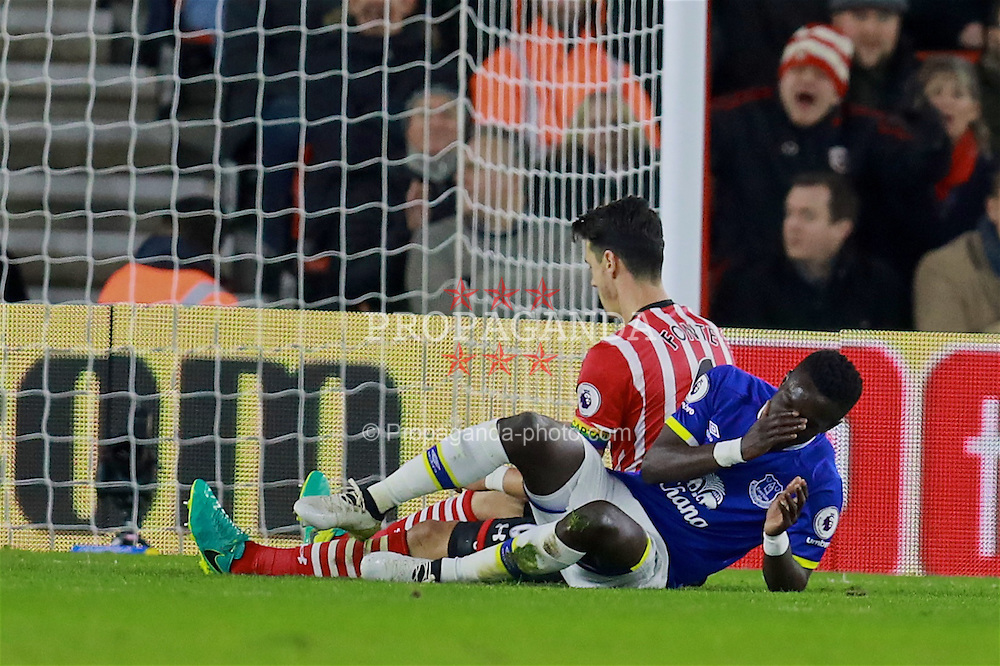 SOUTHAMPTON, ENGLAND - Saturday, November 19, 2016: Everton's Idriss Gana Gueye looks dejected after missing a chance against Southampton during the FA Premier League match at St. Mary's Stadium. (Pic by David Rawcliffe/Propaganda)