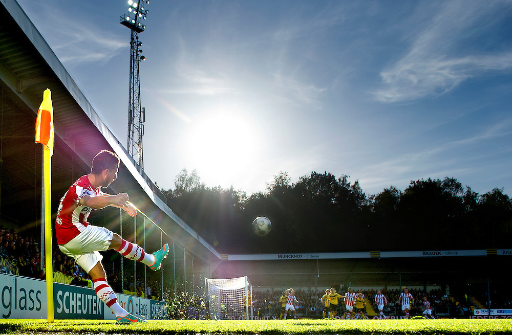 The Netherlands, Venlo, 30-09-2012.<br /> Football, National, Competition, Eredivisie.<br /> VVV Venlo - PSV : 0 - 6.<br /> Dries Mertens player of PSV, who scored 3 times in this match, takes a corner.<br /> Photo : Klaas Jan van der Weij