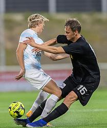 Andreas Kaltoft (Vendsyssel FF) i en utraditionel tackling af Carl Lange (FC Helsingør) under kampen i 1. Division mellem FC Helsingør og Vendsyssel FF den 18. september 2020 på Helsingør Stadion (Foto: Claus Birch).