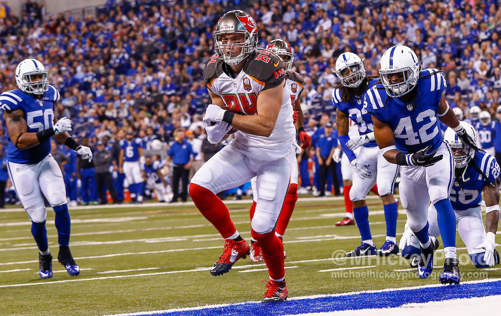 INDIANAPOLIS, IN - NOVEMBER 29 : Cameron Brate #84 of the Tampa Bay Buccaneers runs into the end zone for a touchdown against the Indianapolis Colts at Lucas Oil Stadium on November 29, 2015 in Indianapolis, Indiana. Indianapolis defeated Tampa Bay 25-12. (Photo by Michael Hickey/Getty Images) *** Local Caption *** Cameron Brate