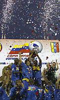 Bildnummer: 02966051  Datum: 16.07.2007  Copyright: imago/Xinhua<br /> Brasilien gewinnt die Copa America 2007, u.a. mit Diego (Mitte) - PUBLICATIONxNOTxINxCHN; Ribas da Cunha, Vdig hoch Trophäe, Pokal, Siegerehrung, Sieger, Podium, Podest Konfetti Konfettiregen Schlussjubel, Jubel Siegesjubel Copa America 2007, Südamerikameisterschaft, Südamerika, Meisterschaft, Amerika, Finale Maracaibo Freude, Begeisterung,  Fußball Länderspiel Herren Mannschaft Totale optimistisch Randmotiv Personen Objekte
