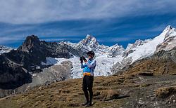15-09-2017 ITA: BvdGF Tour du Mont Blanc day 6, Courmayeur <br /> We starten met een dalende tendens waarbij veel uitdagende paden worden verreden. Om op het dak van deze Tour te komen, de Grand Col Ferret 2537 m., staat ons een pittige klim (lopend) te wachten. Na een welverdiende afdaling bereiken we het Italiaanse bergstadje Courmayeur. Geert