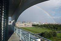 02 JUL 2003, BERLIN/GERMANY:<br /> Der Reichstag, Sitz des Deutschen Bundestages, von der Terasse der Dienstwohnung des Bundeskanzlers im Bundeskanzleramt aus gesehen<br /> IMAGE: 20030702-03-014<br /> KEYWORDS: Sommer