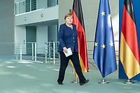 20 MAY 2020, BERLIN/GERMANY:<br /> Angela Merkel, CDU, Budneskanzlerin, auf dem Weg zu einem Pressestatement zur vorangegangenen Videokonferenz mit den mit den Vorsitzenden internationaler Wirtschafts- und <br /> Finanzorganisationen, Bundeskanzleramt<br /> IMAGE: 20200520-01-004<br /> KEYWORDS: Pressekonferenz