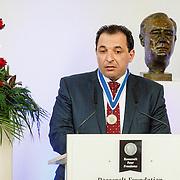 NLD//Middelburg20160421 - Four Freedoms Awards 2016, Marcel Gellauf reikt Freedom of Speech and Expression Award uit aan Mazen Darwish