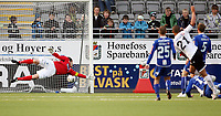 Fotball <br /> Adeccoligaen<br /> AKA Arena , Hønefoss <br /> 26.04.09<br /> Hønefoss BK  v Sarpsborg 08  3-1<br /> <br /> Foto: Dagfinn Limoseth, Digitalsport<br /> Kamal Saaliti , Hønefoss setter inn 2-1 målet.<br /> Joacim Heier i Sarpsborgs mål kan ikke redde skuddet.