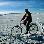 Pánfilo  Marques  that lives in population of Colchani internal every day through several km in the salar for fourteen years to be going to be employed at the extracion of of salt.  Salar de Uyuni ( Uyuni salt flat ) . Department  of Potosí  ( Los Lipez).  South West  Bolivia. <br /> Adult Altiplano America Andes Arid  Aridity Barren  Bicycle Bolivia Color Colour Cone  Day Daytime  Department  Desert Desolate Desolation Dry  Exterior Extraction  Geography Hard Heat Highlands  Horizon Horizontal Human  Latin America Lake  Los Lipez Male Man Men Miner Mining Nature  Resource  Natural  One Outdoors Outside  Pan People  Person Pyramide Potosí  Production  Region Resource Rural Salar de Uyuni  Salt Flat  Salt Pan  Salt lake  Scenic Seasoning  Single Shape South America  Southwest  Sud Sunglasses  Surface Travel  West White Work  Worker Working