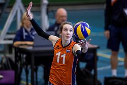 30-03-2018 NED: Nederland - Wit Rusland, Arnhem<br /> De Nederlandse volleybal meisjes jeugd spelen hun eerste oefeninterland op Papendal in Arnhem tegen Wit Rusland en wonnen met 3-0 / Susan Hullegien #11