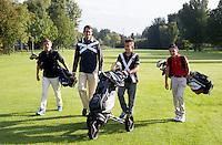 CAPELLE -  Talentcoach Peter de Waard doet het course management  op de Capelle GC met de jeugdspelers. . COPYRIGHT KOEN SUYK
