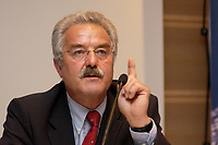 24 NOV 2003, BERLIN/GERMANY:<br /> Axel Heim, ehem. Geschaeftsfuehrer Verband der Cigarettenindustrie, VDC, Politikkongress, dbb Forum<br /> IMAGE: 20031124-02-160