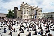 Da Minneapolis a Torino per George Floyd. Un grande flash mob per ribadire la condanna del razzismo. Torino 6 giugno 2020