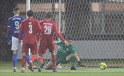 Fremad Amager scorer til 1-0 forbi målmand Kevin Stuhr Ellegaard (FC Helsingør) under kampen i 1. Division mellem Fremad Amager og FC Helsingør den 21. oktober 2020 i Sundby Idrætspark (Foto: Claus Birch).