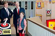 Koning Willem Alexander opent gerenoveerd BOVAGhuis in Bunnik. BOVAG is een brancheorganisatie van ruim 10.000 ondernemers die zich met mobiliteit bezighouden<br /> <br /> King Willem Alexander opens renovated Bovag House in Bunnik. Bovag is a trade association of more than 10,000 entrepreneurs engaged in mobility<br /> <br /> Op de foto / On the photo:  Koning Willem-Alexander verricht samen met directeur BOVAG J. Burgman (R) en BOVAG voorzitter L. Eckhardt de officiele opening van het gerenoveerde BOVAGhuisKoning <br /> <br /> King Willem-Alexander performed along with director J. BOVAG Burgman (R) and President L. Bovag Eckhardt, the official opening of the renovated House Bovag