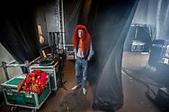 Foto: Gerrit de Heus. Emmen. 13-06-2015. Armand en The Kik op Retropop. Terwijl The Kik al op het podium staat, wacht Armand tot hij aangekondigd wordt.