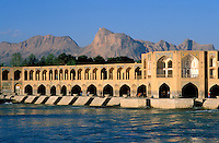 Iran, Esfahan, Ispahan, Pont Khaju // Iran, Isfahan, 33 arches bridge