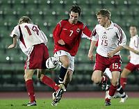 Fotball<br /> Kvalifisering UEFA EM-kvalifisering G18 / U19<br /> Norge v Latvia 2-1<br /> Bislett Stadion<br /> Foto: Morten Olsen, Digitalsport<br /> <br /> Magnus Lekven - Norge og Odd Grenland<br /> Aleksandrs Zenkovs - Latvia (15)