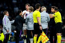Jan Vertonghen of Tottenham Hotspur looks dazed as he tries to rejoin the action after picking up a head injury - Mandatory by-line: Robbie Stephenson/JMP - 30/04/2019 - FOOTBALL - Tottenham Hotspur Stadium - London, England - Tottenham Hotspur v Ajax - UEFA Champions League Semi-Final 1st Leg