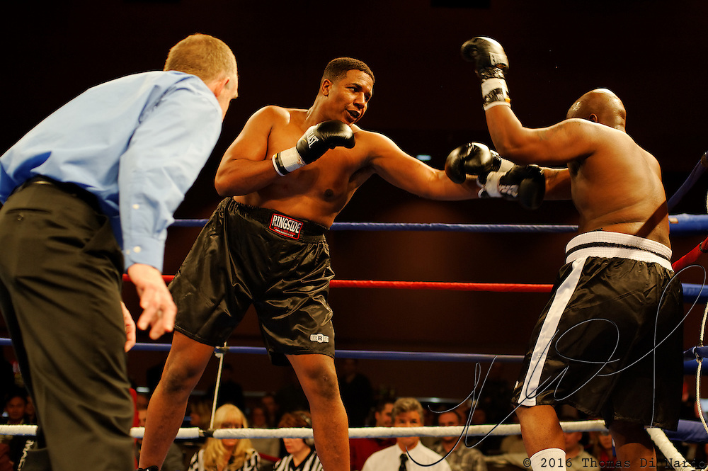 Anthony Byoune defeats Anthony Taylor during their heavyweight bout at the Meidenbauer Center in Bellevuew, WA on December 13, 2008.