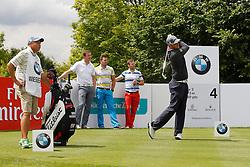 25.06.2014, Golf Club Gut Laerchenhof, Pulheim, GER, BNW International Golf Open, im Bild Bernd Wiesberger (Oesterreich) zeigt Olympiasieger Felix Loch (Rodel Einzel), Olympiasieger Tobias Wendl (Rodel Doppelsitzer) und Olympiasieger Tobias Arlt (Rodel Doppelsitzer - hinten von links) wie man abschlaegt // during the International BMW Golf Open at the Golf Club Gut Laerchenhof in Pulheim, Germany on 2014/06/25. EXPA Pictures © 2014, PhotoCredit: EXPA/ Eibner-Pressefoto/ Schueler<br /> <br /> *****ATTENTION - OUT of GER*****