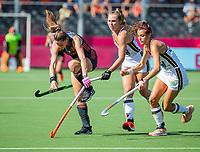 ANTWERPEN - Lidewij Welten (Ned) met Selin Oruz (Ger) en   tijdens  de   finale  dames  Nederland-Duitsland  (2-0) bij het Europees kampioenschap hockey.   COPYRIGHT  KOEN SUYK
