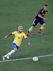 RIO DE JANEIRO, Jan. 26, 2017  Lucas Lima (L) of Brazil drives the ball during a friendly match between Brazil and Colombia at the Engenhao Stadium in Rio de Janeiro, Brazil, Jan. 25, 2017. All the net income of the match will be passed on to the Chapecoense Football Association. (Credit Image: © Li Ming/Xinhua via ZUMA Wire)