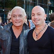 NLD/Utrecht/20100903 - Premiere Queen musical We Will Rock You, Lonny Gerungan en partner Warren Bright