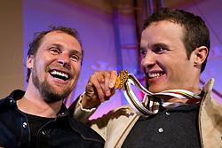 09.02.2011, Tirol Berg, Garmisch Partenkirchen, GER, FIS Alpin Ski WM 2011, GAP, Herren Super G, Sieger im Tirol Berg, im Bild EX Ski-Rennläufer Marco Büchel und Weltmeister Christof Innerhofer (ITA) // EX ski racer Marco Buechel Gold Medal and World Champion Christof Innerhofer (ITA). during Men Super G, Fis Alpine Ski World Championships in Garmisch Partenkirchen, Germany on 9/2/2011. EXPA Pictures © 2011, PhotoCredit: EXPA/ J. Groder