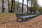 Herfst in Den Haag, bankjes aan de Lange Vijverberg.Autumn in The Hague, Netherlands, benches at the Lange Vijverberg