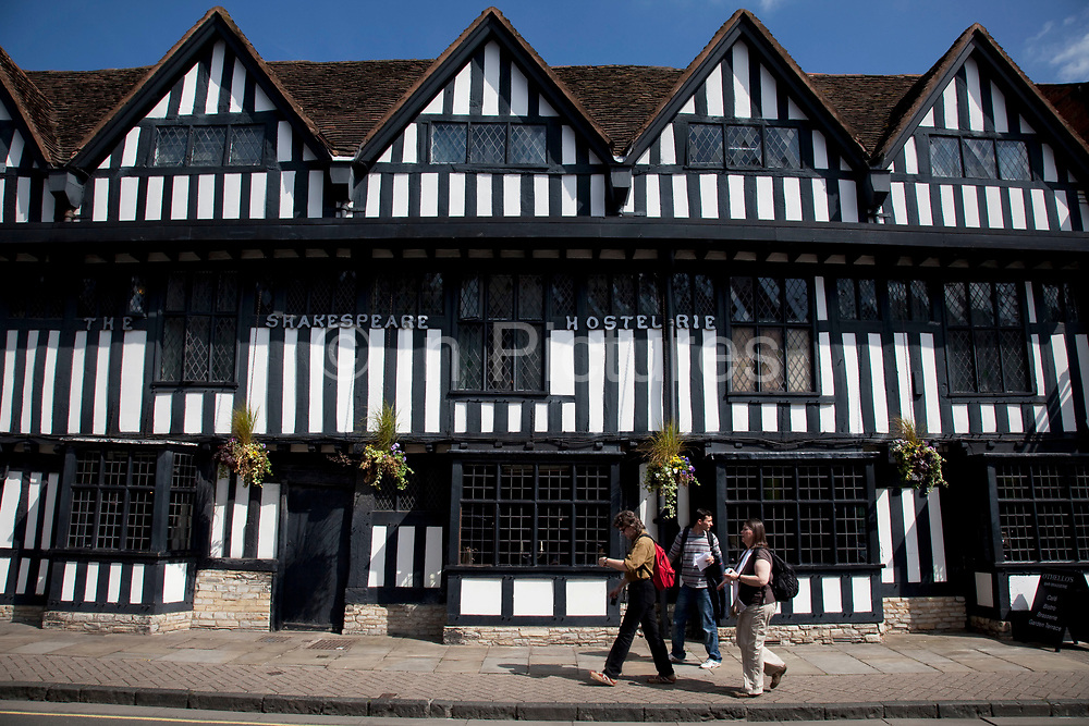 Tudor building The Shakespeare Hostelrie in Stratford upon Avon, a small market town in the county of Warwickshire in central England. The Tudor architectural style is the final development of medieval architecture during the Tudor period (1485–1603). The town is a popular tourist destination owing to its status as birthplace of the playwright and poet William Shakespeare, receiving about three million visitors a year from all over the world.