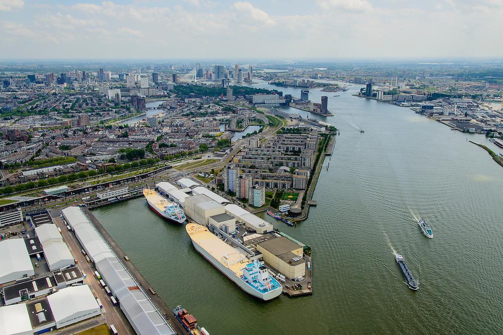 Nederland, Zuid-Holland, Rotterdam, 10-06-2015; Tussendijken - Bospolder, IJselhaven en Koushaven. Links tussen Hudsonstraat (met bomen)  en Vierhavensstraat het Dakpark. Voormalig rangeerterrein, nu park bovenop winkelboulevard (Bigshops Dakpark). In het midden de oolhaven en aan de Nieuwe Maas het Lloydkwartier.<br /> Old city harbours and New Meuse.<br /> luchtfoto (toeslag op standard tarieven);<br /> aerial photo (additional fee required);<br /> copyright foto/photo Siebe Swart