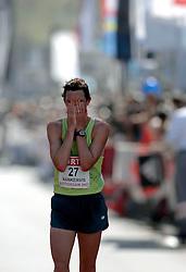 15-04-2007 ATLETIEK: FORTIS MARATHON: ROTTERDAM<br /> In Rotterdam werd zondag de 27e editie van de Marathon gehouden. De marathon werd rond de klok van 2 stilgelegd wegens de hitte en het grote aantal uitvallers / Shane Nankervis AUS<br /> ©2007-WWW.FOTOHOOGENDOORN.NL
