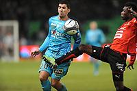 FOOTBALL - FRENCH CHAMPIONSHIP 2009/2010 - L1 - STADE RENNAIS v RC LENS - 16/01/2010 - PHOTO PASCAL ALLEE / DPPI - ALEXANDER TETTEY (RENNES) / ADIL HERMACH (LENS)