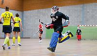 HEILOO - Wissel van keeper en speler  tijdens de competitiewedstrijd zaalhockey tussen de vrouwen van  Terriers en Schaerweijde .  Laura Hakvoort van Terriers. COPYRIGHT KOEN SUYK
