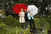 Barbara Bach, RINGO STARR AND GLORIA HUNNIFORD, Press Preview of the RHS Chelsea Flower Show sponsored by Saga Insurance Services. Royal Hospital Rd. London. 22 May 2006. ONE TIME USE ONLY - DO NOT ARCHIVE  © Copyright Photograph by Dafydd Jones 66 Stockwell Park Rd. London SW9 0DA Tel 020 7733 0108 www.dafjones.com