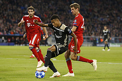 (l-r) Javi Martinez of FC Bayern Munchen, David Neres of Ajax, Thomas Muller of FC Bayern Munchen during the UEFA Champions League group E match between Bayern Munich and Ajax Amsterdam at the Allianz Arena on October 02, 2018 in Munich, Germany