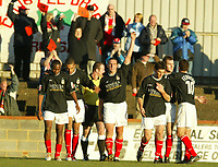 Fotball<br /> England 2004<br /> 13.11.2004<br /> Foto: SBI/Digitalsport<br /> NORWAY ONLY<br /> <br /> Hayes v Wrexham <br /> FA Cup Round One<br /> <br /> Andy Holt salutes the crowd after scoring Wrexham's first goal whilst supporters behind still demonstrate