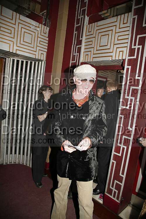 Chris Evans,  Opening night of the  Broadway dance show 'Movin' Out' at the Apollo Victoria theatre. London. 10 April  2006. ONE TIME USE ONLY - DO NOT ARCHIVE  © Copyright Photograph by Dafydd Jones 66 Stockwell Park Rd. London SW9 0DA Tel 020 7733 0108 www.dafjones.com