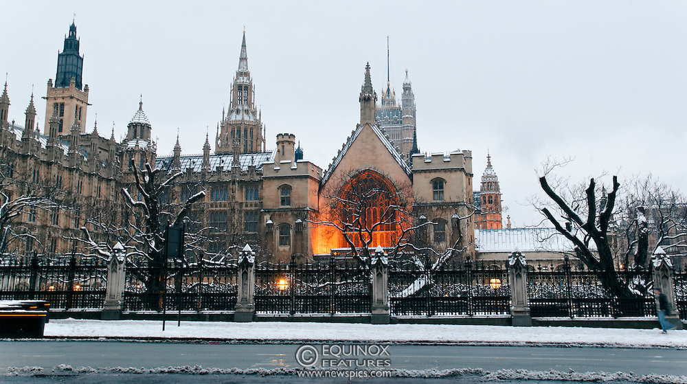 London, United Kingdom - 5 February 2012.A light covering of snow over the Houses of Parliament and Big Ben, Parliament Square, London, England, UK..Copyright: ©2012 Equinox Licensing Ltd. +448700 780000 - Contact: Equinox Features - Date Taken: 20120205 - Time Taken: 072822+0000 - www.newspics.com