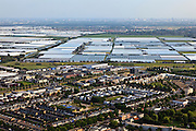 Nederland, Zuid-Holland, Zoetermeer, 23-05-2011; kassengebied Bleiswijk en woonwijk,  skyline Rotterdam..Greenhouses district and residential area and skyline Rotterdam. luchtfoto (toeslag), aerial photo (additional fee required).copyright foto/photo Siebe Swart