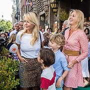 NLD/Amsterdam/20160831 - Premiere Wild Freek Vonk, Chantal Janzen en zoon en vriendin