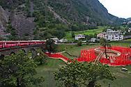 Svizzera,Valposchiavo: la città di Brusio attravestata dalla ferrovia del bernina