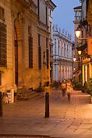 VICENZA, CENTRO STORICO, CONTRA CAVOUR E BASILICA PALLADIANA (architetto Andrea Palladio 1549), VENETO, ITALIA