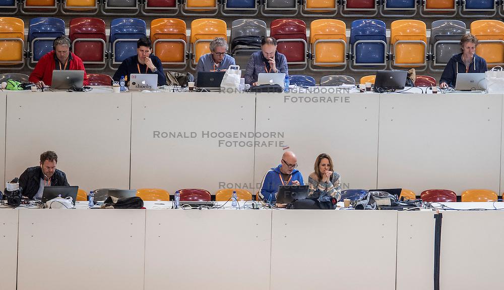 12-02-2017 NED: AA Drink NK Indoor, Apeldoorn<br /> Media tribune pers journalisten Fardau, Eric