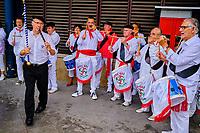 France, Pyrénées-Atlantiques (64), Bayonne, marché au Carreau des Halles, groupe de musique folklorique basque // France, Pyrénées-Atlantiques (64), Bayonne, market at the Carreau des Halles