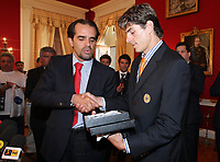 20090528: FUNCHAL, PORTUGAL Ð Nacional Madeira striker Nene receives the Golden Ball, after scoring 20 goals on the Portuguese League 2008/2009. Nene is being followed by SL Benfica, FC Porto, Arsenal, Lyon, AS Roma and Hamburg, among other teams. In picture: Miguel Albuquerque (Camara Municipal do Funchal president) and Nene . <br />PHOTO: Octavio Passos/CITYFILES