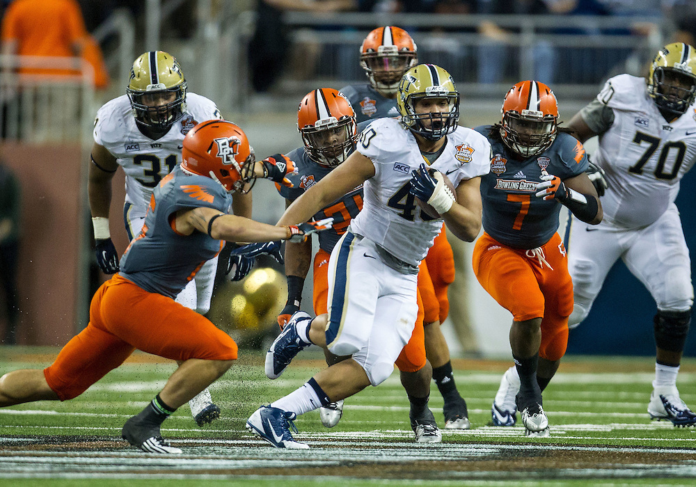 December 26, 2013:  Pittsburgh running back James Conner (40) runs for yardage during NCAA Football game action between the Pittsburgh Panthers and the Bowling Green Falcons at Ford Field in Detroit, Michigan.  Pittsburgh defeated Bowling Green 30-27.